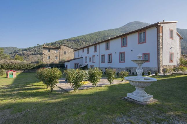 8 bed town house for sale in Capannori, Capannori, Italy
