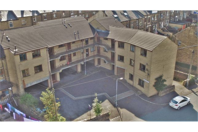 Thumbnail Flat to rent in Windermere Road, Bradford