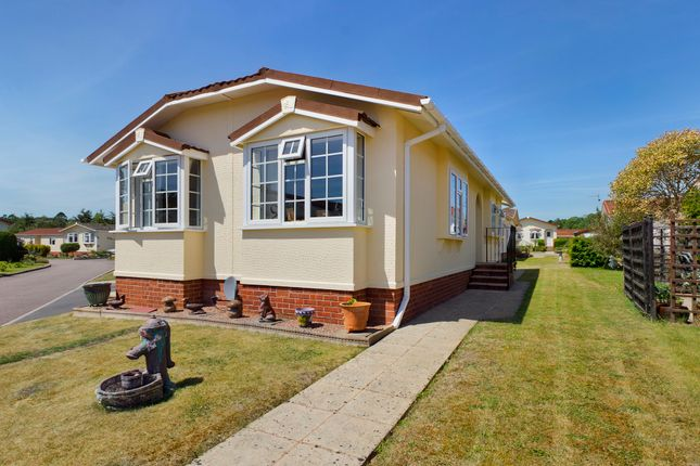 2 bed detached bungalow for sale in New Park, Bovey Tracey, Newton Abbot TQ13