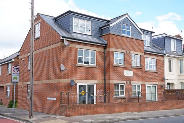 Thumbnail Flat to rent in Catisfield Road, Southsea
