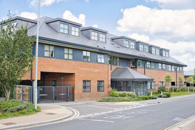 Thumbnail Flat for sale in Great North Road, Hatfield