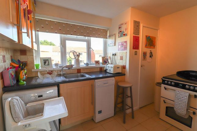 Thumbnail Maisonette to rent in Stonehouse Close, Cubbington, Leamington Spa