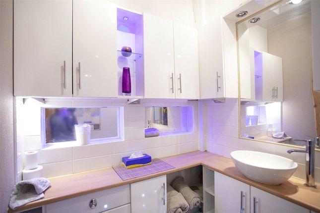 Bathroom 3 of High Street, Lochwinnoch, Renfrewshire PA12