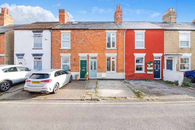 2 bed terraced house to rent in Queen Street, Stony Stratford MK11