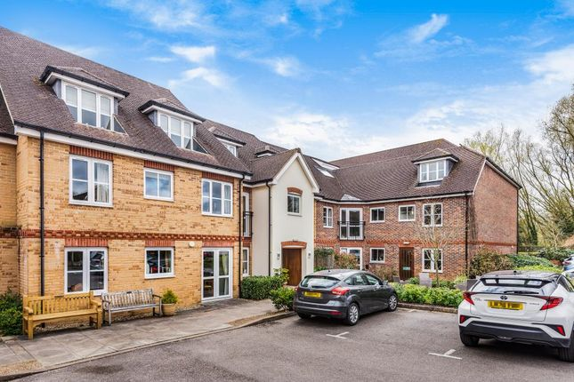 2 bed flat for sale in Brackley, Northamptonshire NN13