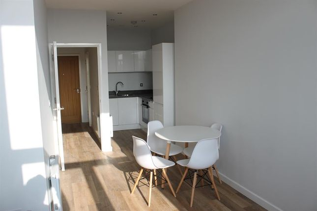 Thumbnail Flat to rent in Tate House, Leeds