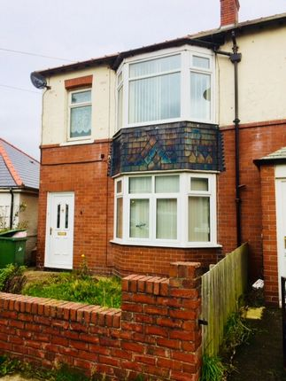 2 bed flat to rent in Shotton Avenue, Blyth