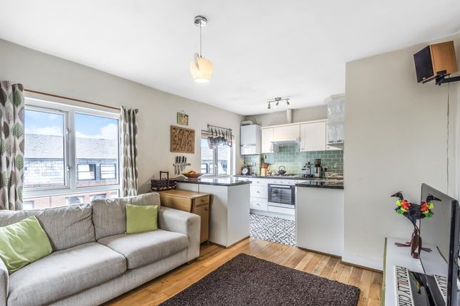 Thumbnail Flat for sale in High Road, London