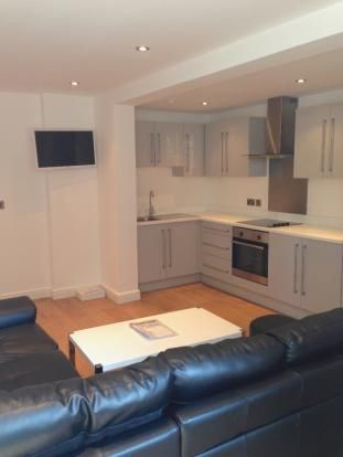 Thumbnail Duplex to rent in Hyde Terrace, Leeds