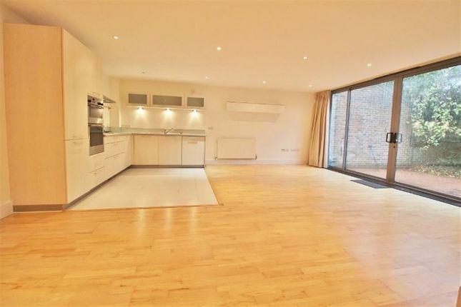 Thumbnail Flat to rent in Clarendon Road, Sevenoaks