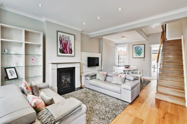 2 bed property to rent in Wilson Street, Winchmore Hill, London N21