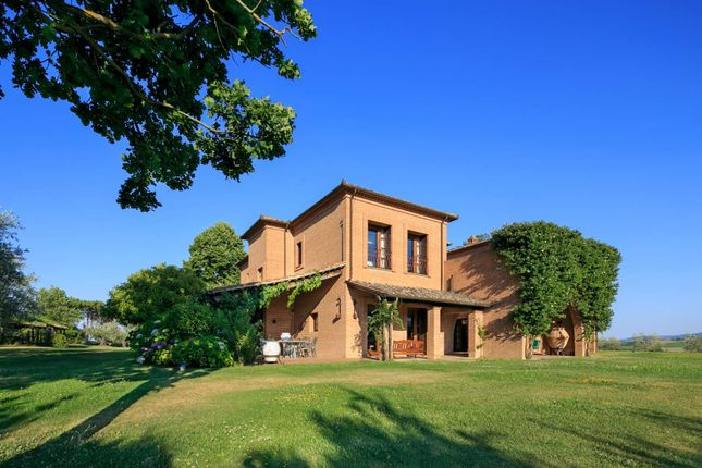 6 bed town house for sale in Via Cervognano Alto, 53045 Montepulciano Si, Italy