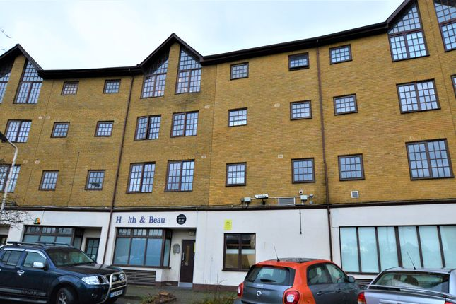 Thumbnail Flat to rent in Comer Crescent, Southall
