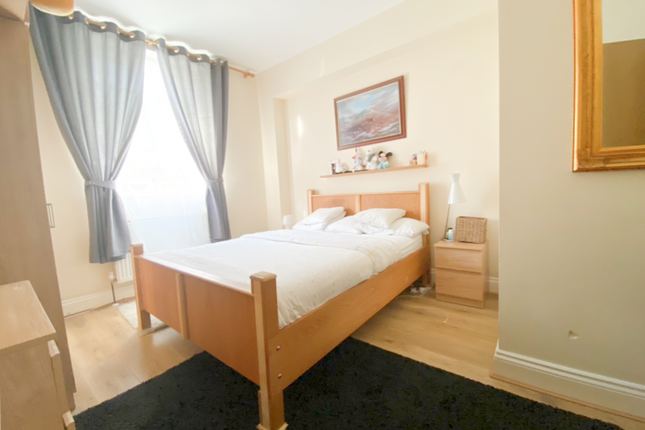 Thumbnail Flat to rent in 87A High Street, London