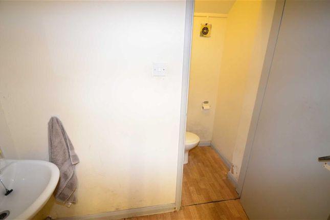 Wash Room/ Corridor