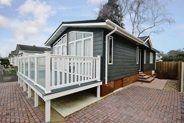 Thumbnail Mobile/park home for sale in Pinehurst Park, Ferndown