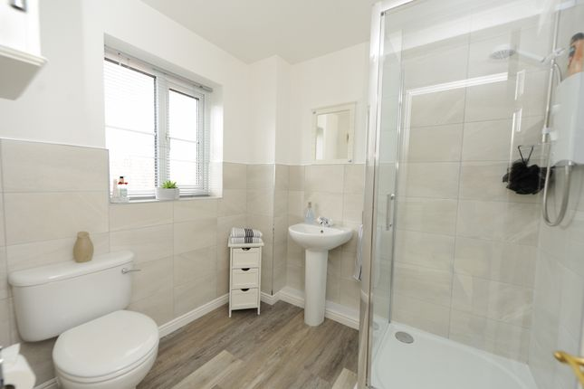 En Suite of Acorn Ridge, Walton, Chesterfield S42