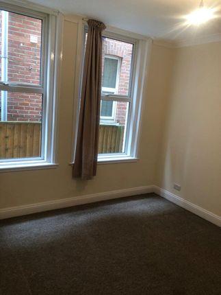 Thumbnail Flat to rent in Grosvenor Gardens, Bournemouth
