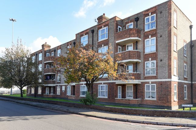 Thumbnail Flat for sale in Malden Way, New Malden