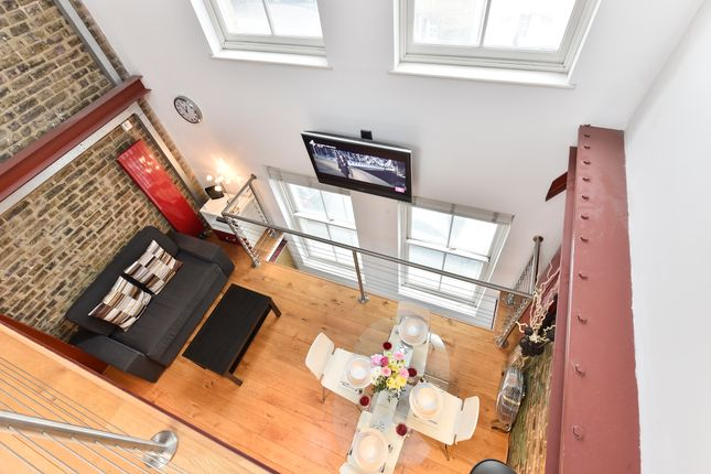 Thumbnail Triplex to rent in Tooley Street, London