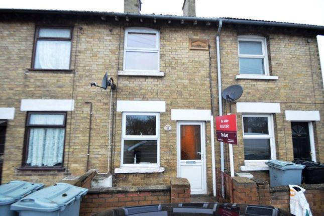 2 bed property to rent in Meadowgate, Bourne