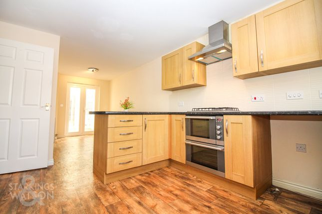 Thumbnail Town house for sale in Camelia Close, Hethersett, Norwich
