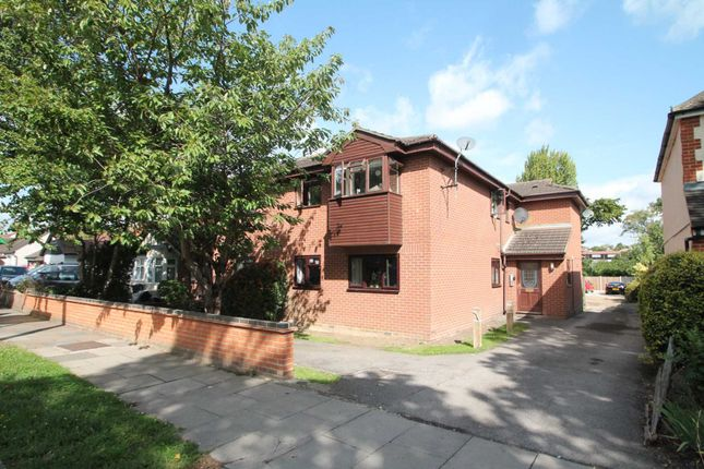 Thumbnail Flat for sale in Manchester Drive, Leigh-On-Sea