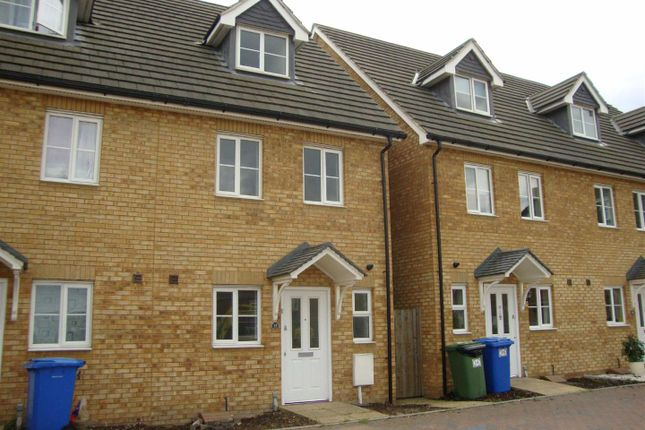 Thumbnail Town house to rent in Lloyd Drive, Kemsley, Sittingbourne