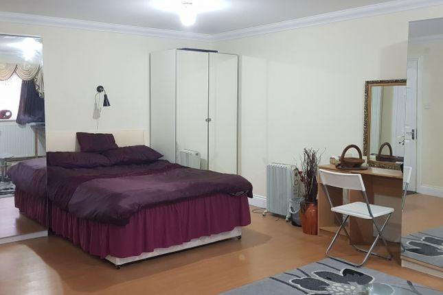 Large Studio To Rent In Kenton Prestwood Avenue Ha3 8Jz, £850.00 Pcm Inclusive Of Bills