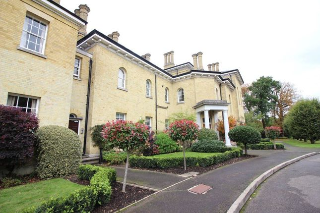 2 bed flat to rent in Merry Hill Road, Bushey