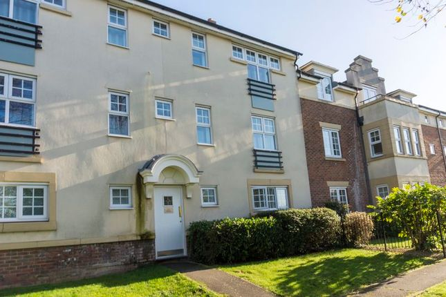 2 bed flat for sale in The Hawthorns, Flitwick, Bedford MK45
