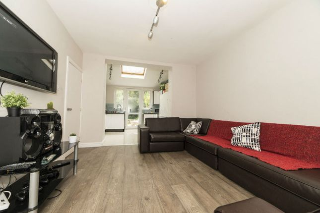 Thumbnail Property to rent in Wald Avenue, Fallowfield, Manchester