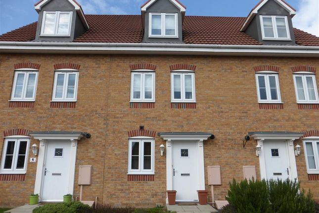 Thumbnail Town house for sale in Lapwing Way, Scunthorpe