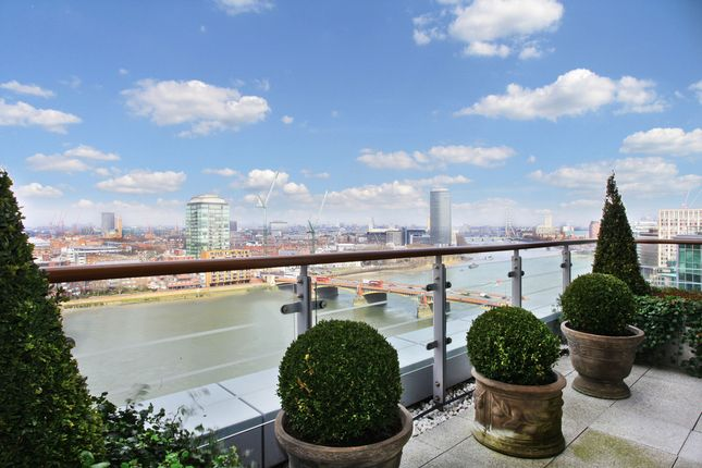 Thumbnail Flat for sale in Kestrel House, St Georges Wharf, London