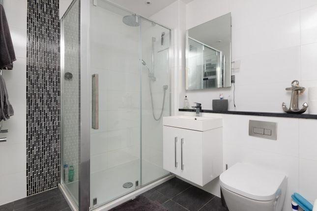 Downstairs En-Suite