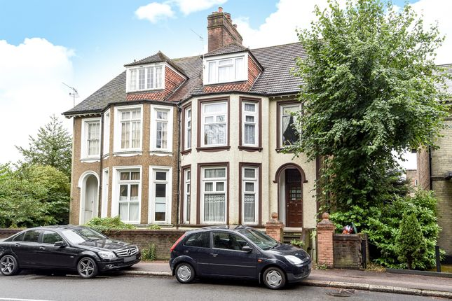 Thumbnail Property for sale in Hatchlands Road, Redhill