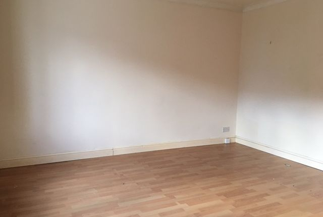 Thumbnail End terrace house to rent in Hazlemere Road, Slough