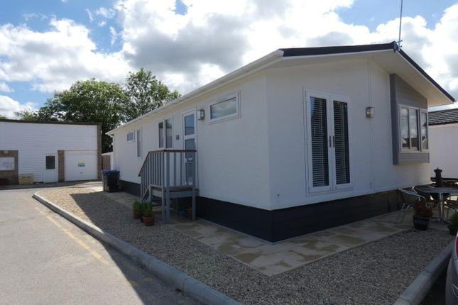 Thumbnail Mobile/park home to rent in The Park Homes, Milestone Road, Carterton, Oxon