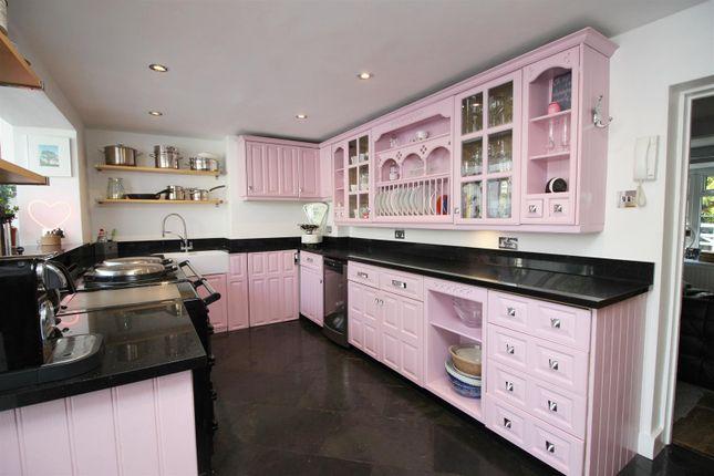 Img_1677 Kitchen of Inglewood Gardens, North Orbital Road, St.Albans AL2