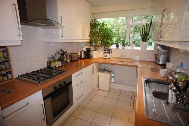 Thumbnail Flat to rent in Vivian Court, Beckenham