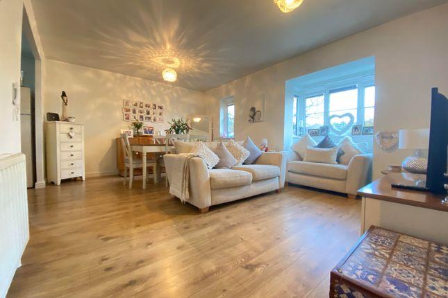 2 bed flat to rent in Ottawa Court, Broxbourne EN10
