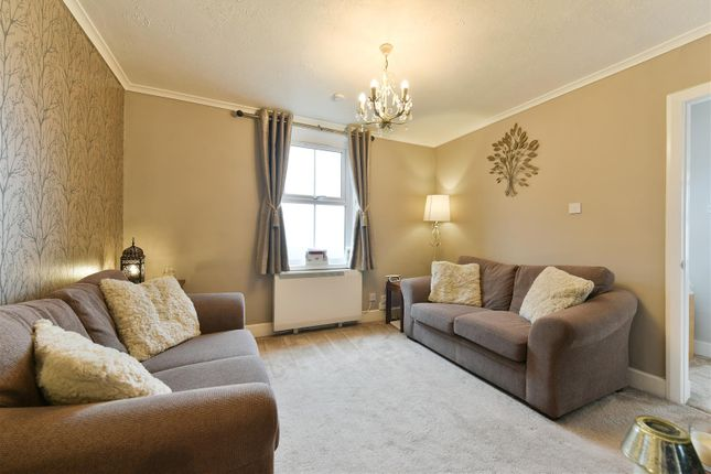 1 bed maisonette for sale in Horley Road, Redhill