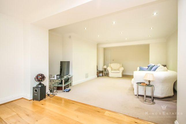 Thumbnail Flat to rent in St. Johns Road, Southborough, Tunbridge Wells