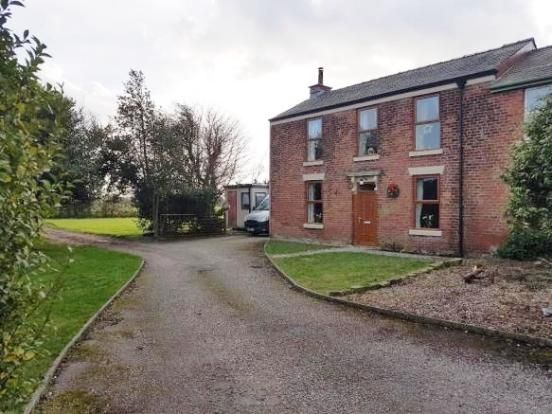 Thumbnail Semi-detached house to rent in Fleetwood Close, Greenhalgh
