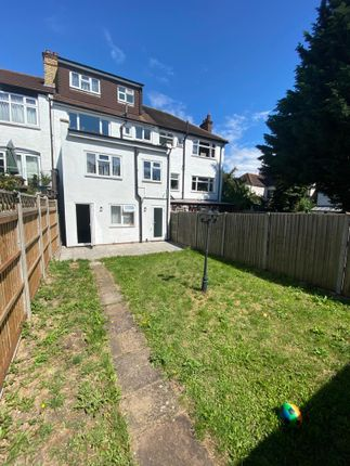 Thumbnail Property to rent in Queens Avenue, London