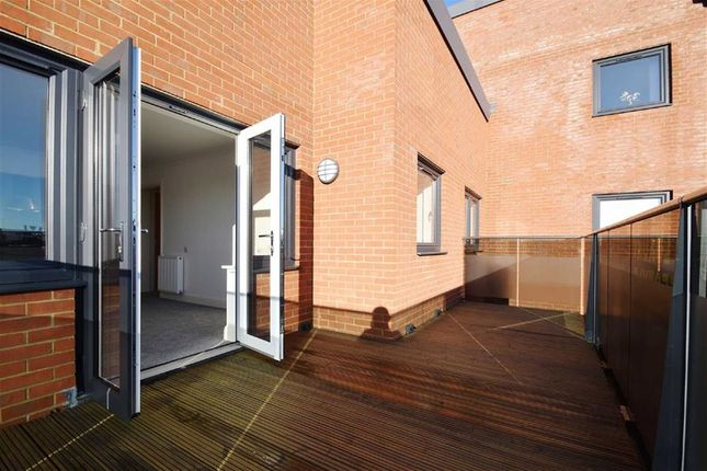 Thumbnail Flat for sale in Cranleigh Drive, Leigh-On-Sea, Essex