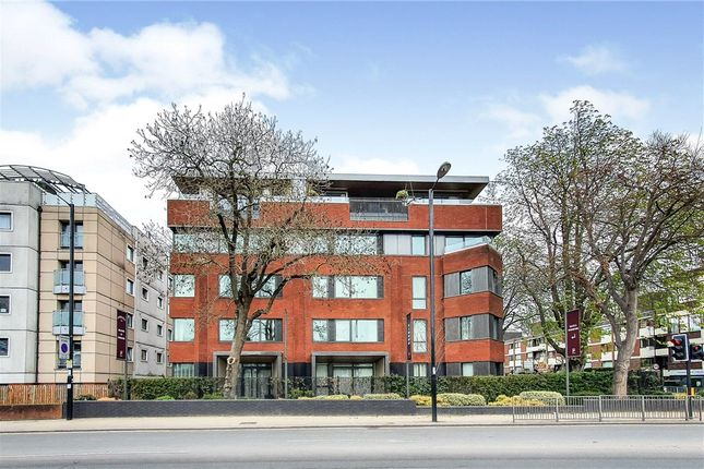 Thumbnail Flat for sale in Carriages, Purley, Surrey
