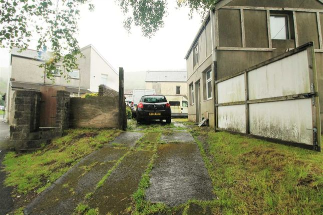 Rear Access of Partridge Road, Llwynypia, Tonypandy CF40