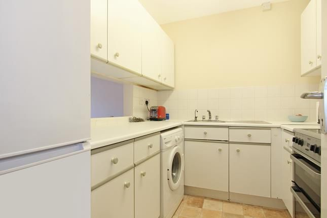Thumbnail Flat to rent in Weald Close, London