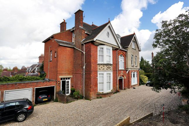 Flat to rent in Somerville Gardens, Tunbridge Wells